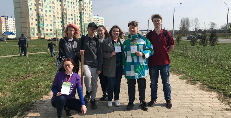Волонтеры факультета присоединились к городскому субботнику